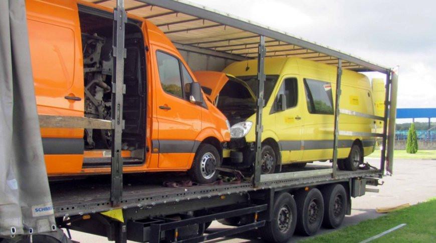 В 'матрешке' из автомобилей через границу пытались провезти разобранное авто