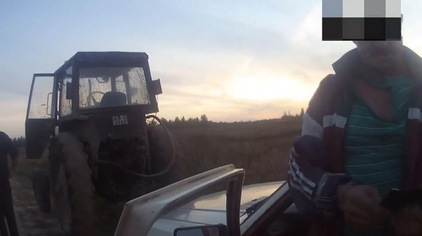 В Бешенковичском районе тракторист буксировал машину с пьяным водителем