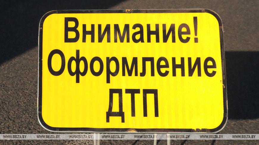 В Минске легковушка врезалась в припаркованный грузовик