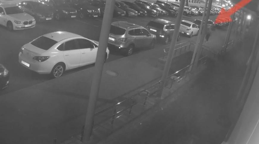 В Минске трое пьяных мужчин повредили пять автомобилей