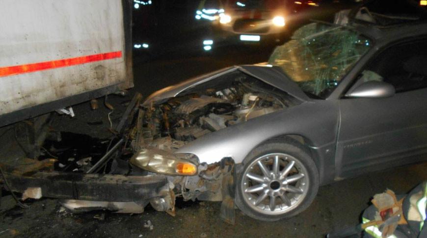 В Лиде после ДТП помощь спасателей понадобилась водителю легковой машины.