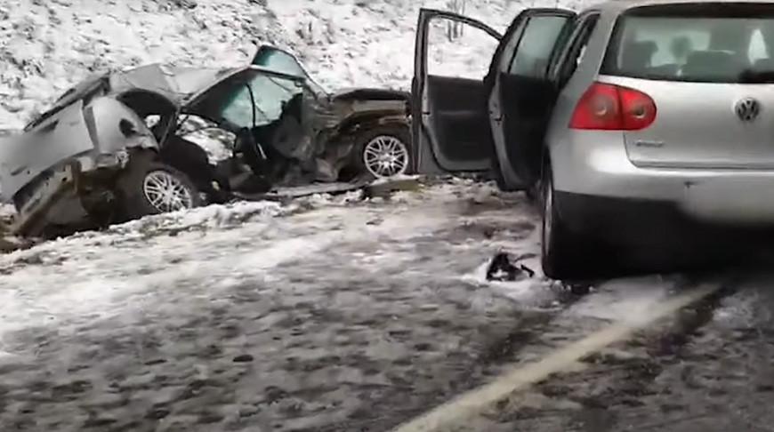 В лобовом столкновении под Воложином погибли водитель и пассажирка
