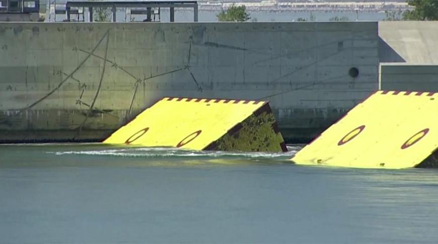 В Венеции испытали новую защиту от наводнений