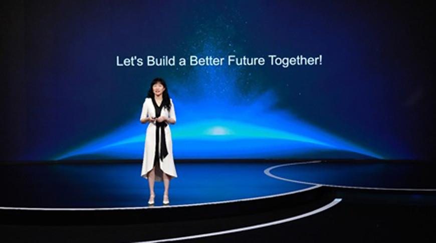 Кэтрин Чэнь во время своего доклада