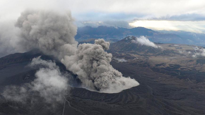 В Японии начал извергаться вулкан Синдакэ