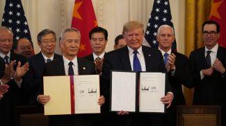 Лю Хэ и Дональд Трамп. Фото Синьхуа