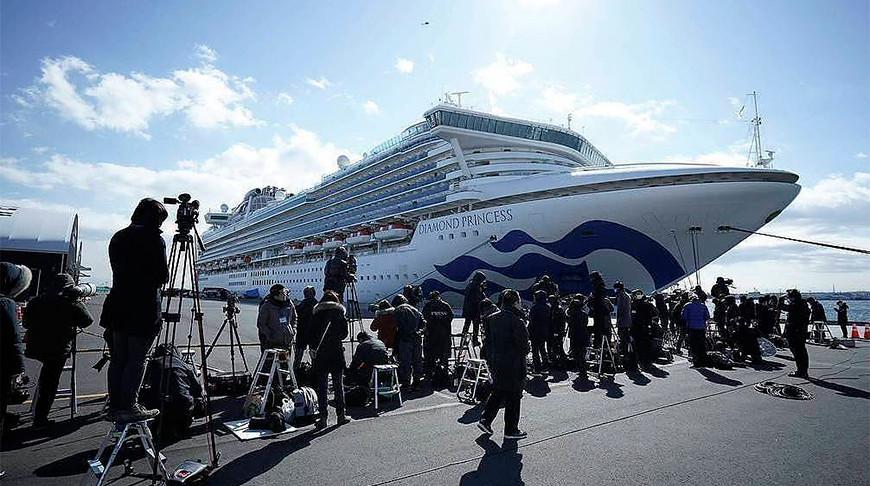 Число заразившихся коронавирусом на борту круизного судна в Японии достигло 355 человек