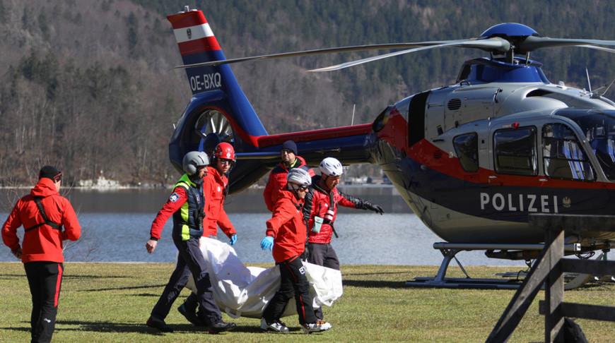 Пять туристов погибли при сходе лавины в Австрии