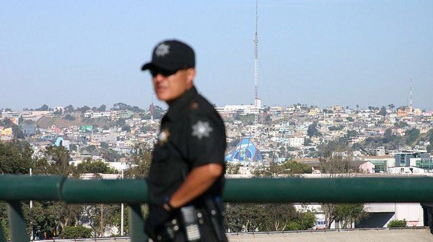 В Мексике 10 полицейских пострадали в столкновениях с уличными торговцами