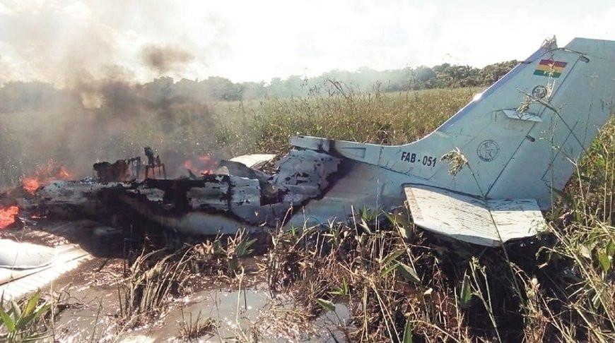 Шесть человек погибли в Боливии при крушении самолета