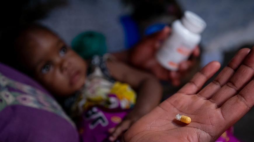 Женщина в Уганде надеется, что ее ВИЧ-инфицированные дети смогут каждый день получать лекарства от ВИЧ. Фото ЮНИСЕФ