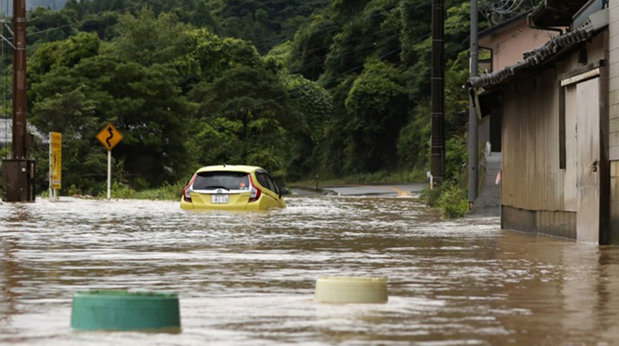 Более 200 тыс. японцев готовятся к эвакуации из-за ливней