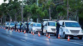 Полицейский контроль в Мельбурне из-за вспышки коронавируса. Фото Reuters
