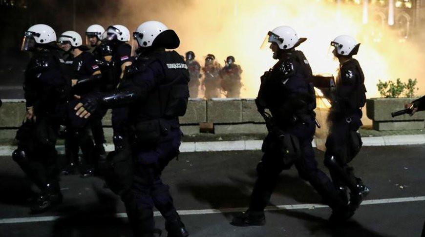 В Сербии введение комендантского часа из-за COVID-19 вызвало беспорядки