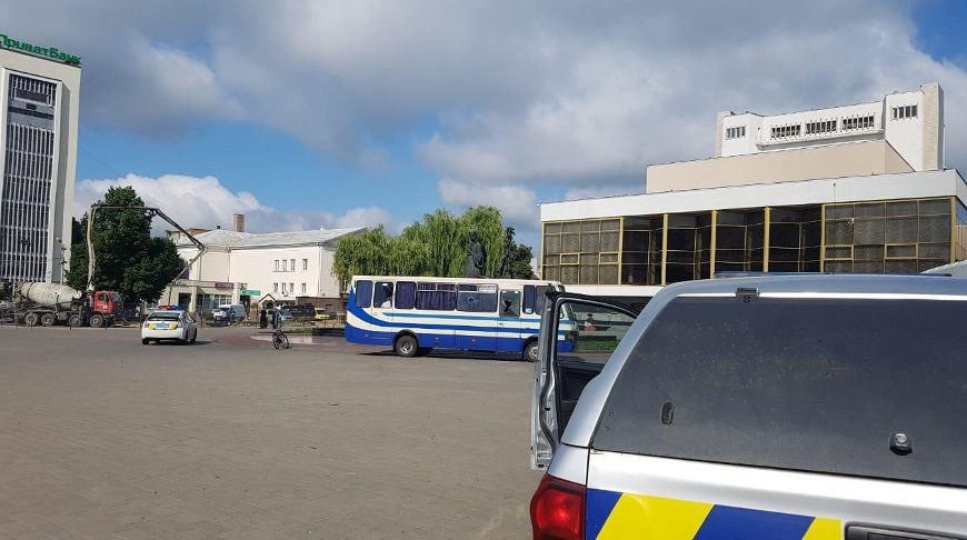 Захватившего автобус в Луцке террориста задержали