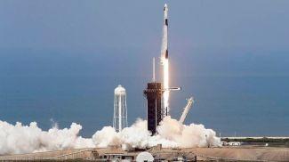 Запуск ракеты-носителя Falcon 9 с пилотируемым кораблем Crew Dragon. Фото AP