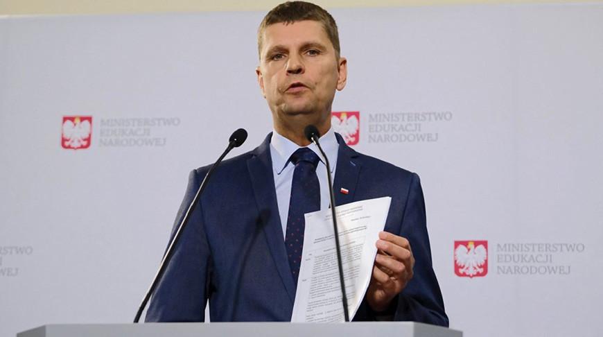 Дариуш Пионтковский во время пресс-конференции по подготовке к новому учебному году 2020/2021. Фото  PAP