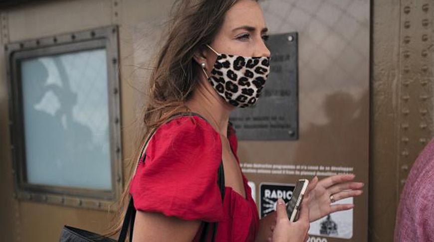 Жительница Франции в маске. Фото  AP