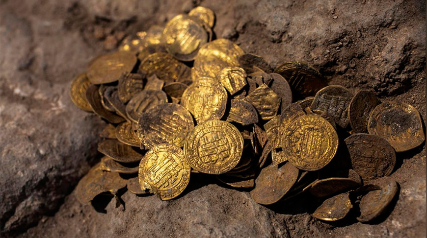 Клад из 1000-летних золотых монет нашли в Израиле   Новости Беларуси БелТА