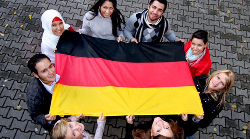 Запланированная ранее на май 2021 года перепись населения Германии отложена из-за эпидемии.