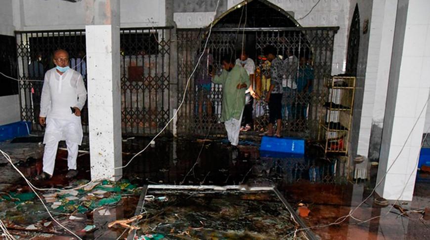 В Бангладеш при взрыве кондиционеров в мечети погибли 11 человек