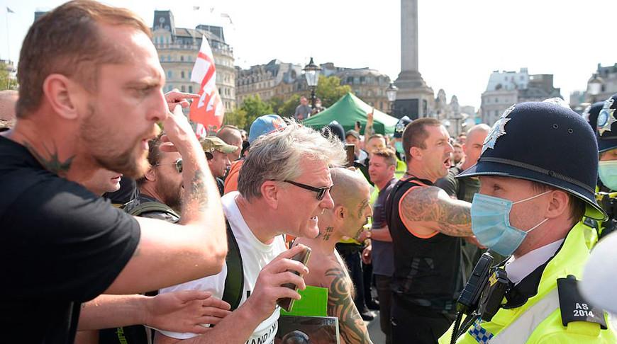 В Лондоне противники вакцинации от коронавируса вступили в противостояние с полицией