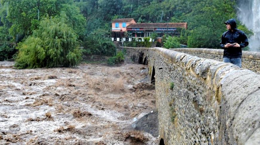 Сильные дожди на юге Франции вызвали наводнения