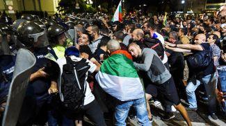 Полицейские и демонстранты в Софии, 22 сентября 2020 года. Фото Picture Alliance