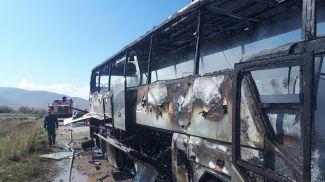 Подбитый азербайджанскими ВС автобус в армянском Варденисе. Фото Объединенного инфоцентра