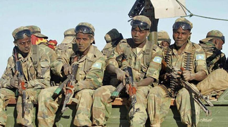 Боевики напали на колонну военнослужащих в Сомали, погибли 25 солдат