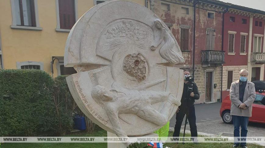 Памятник советскому партизану