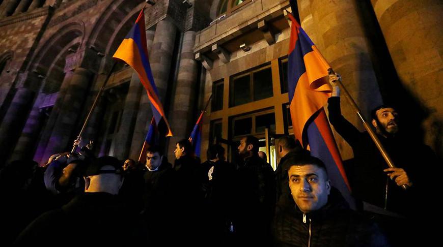 В Ереване протестующие ворвались в здание парламента