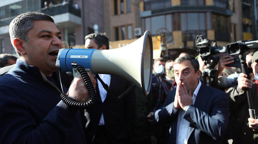 Артур Ванецян (слева) . Фото   EPA  -  EFE
