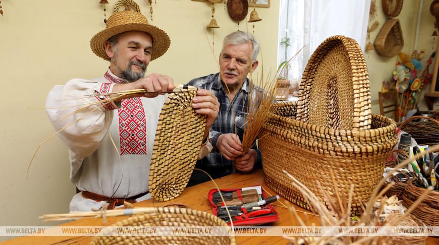 Во время творческого процесса Василий Симанкович и его ученик Виктор Камышев