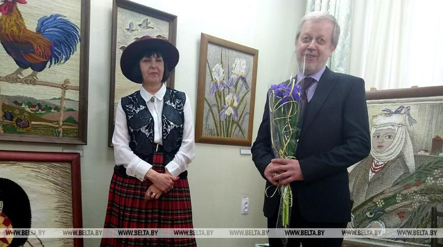 Брестская художница Светлана Вяль посвятила Году малой родины выставку гобеленов