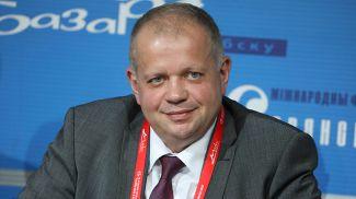 Юрий Бондарь во время пресс-конференции
