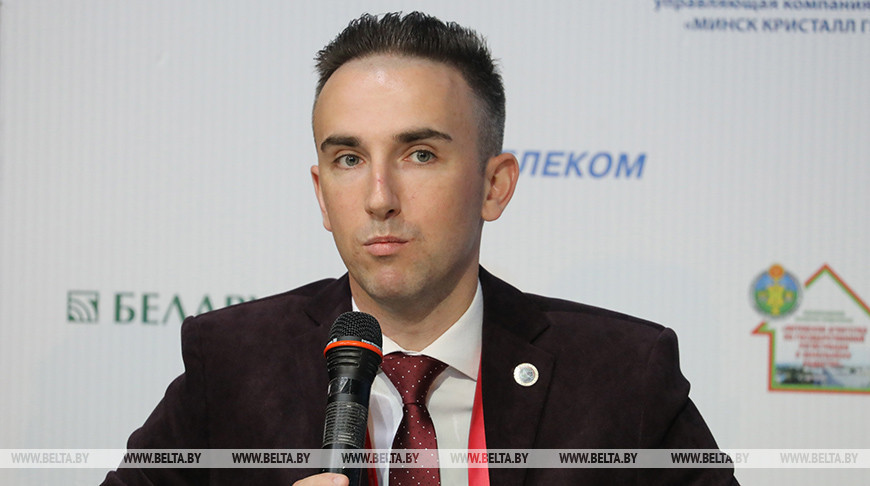 Глеб Лапицкий во время пресс-конференции