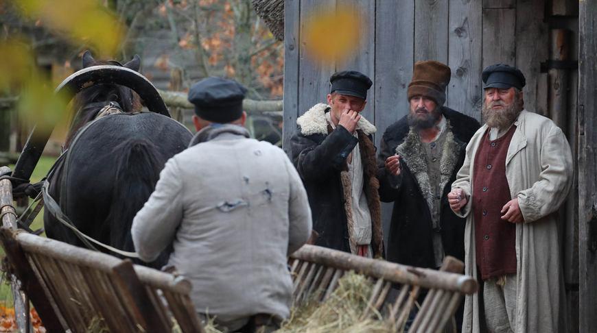 Во время съемок картины о Янке Купале. Фото из архива