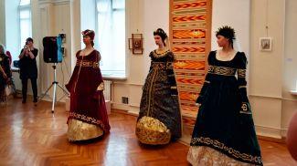 Костюмы из коллекции Натальи Смоляк. Фото  vitbichi.by