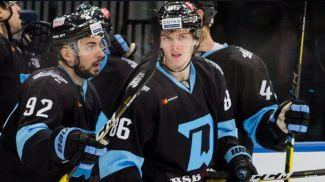 Артем Аносов (справа). Фото ХК Динамо-Минск