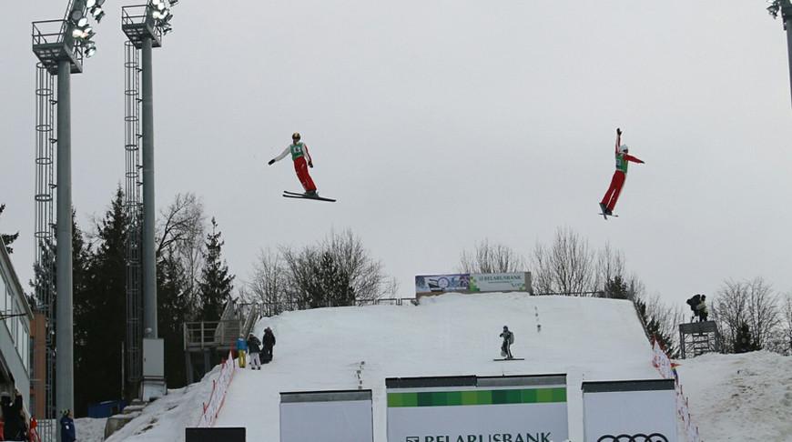 Белорусские фристайлисты завоевали бронзу в синхронных прыжках на этапе КМ в «Раубичах»
