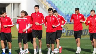 Тренировка белорусских футболистов в Болгарии. Фото АБФФ