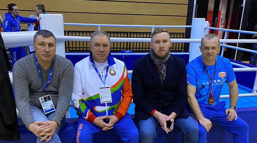 Денис Сабалевский (второй справа). Фото Белорусской федерации бокса