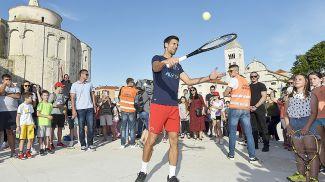 Новак Джокович во время выставочного турнира в Задаре. Фото Синьхуа - БЕЛТА