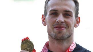 Серебряный призер Лев Скориш, победитель соревнований Владислав Чемармазович и бронзовый призер Дмитрий Марфушкин