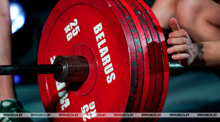 Три комплекта наград разыграны во второй день чемпионата Беларуси по тяжелой атлетике