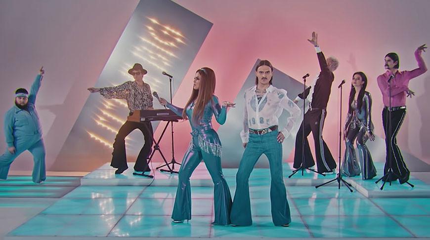 Скриншот из клипа Little Big