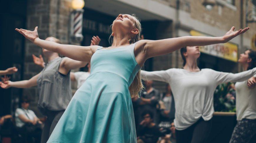 Победный танец девушки развеселил сразу миллионы юзеров - видео