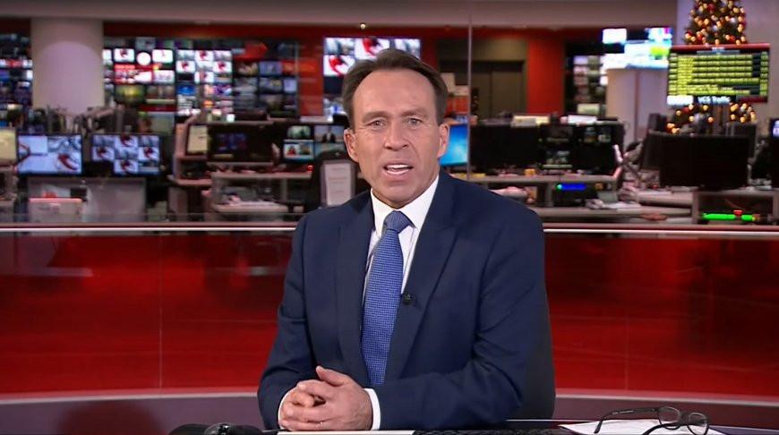 Ведущий BBC развеселил сеть простым зевком - все произошло в прямом эфире