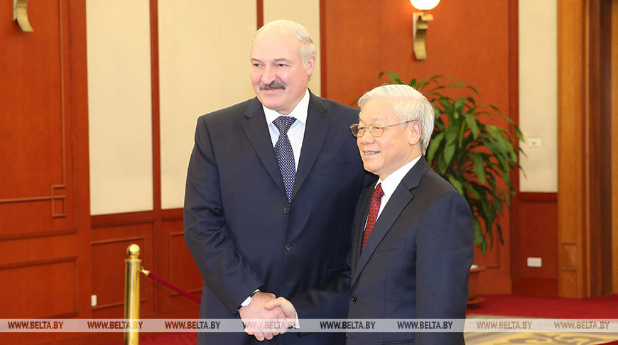 Лукашенко поздравил Нгуен Фу Чонга с переизбранием генсекретарем ЦК Компартии Вьетнама